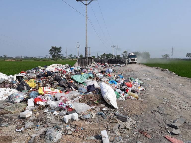Bất cập trong thu gom rác thải nông thôn