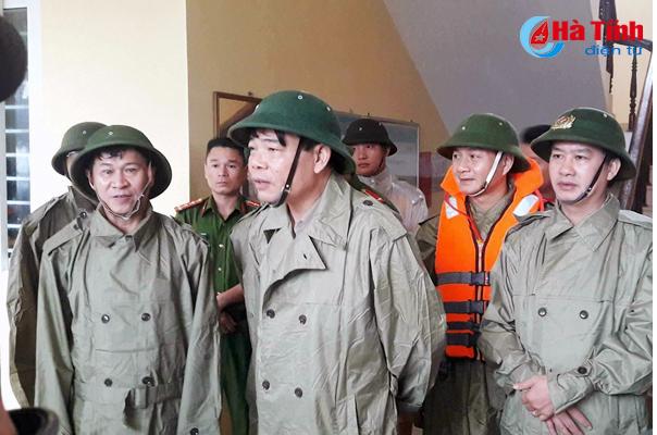 Bộ Trưởng NN và PTNT Nguyễn Xuân Cường kiểm tra công tác ứng phó bão số 10 tại Kỳ Anh, Hà Tĩnh